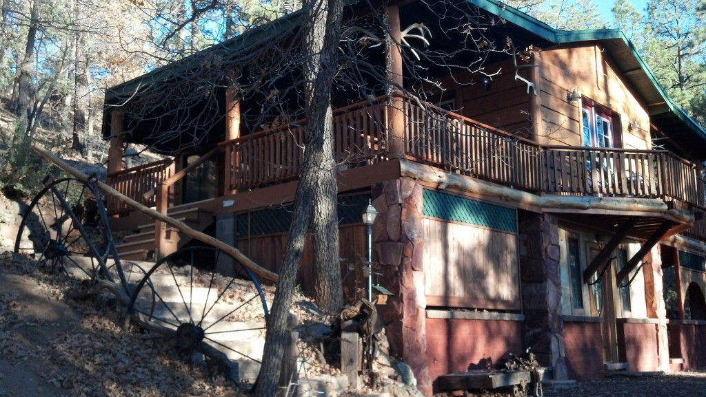 Bunkhouse Cabin Rental - Pinetop